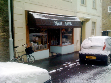 It didn't take me long to get to Mes Amis, best coffee in the local area